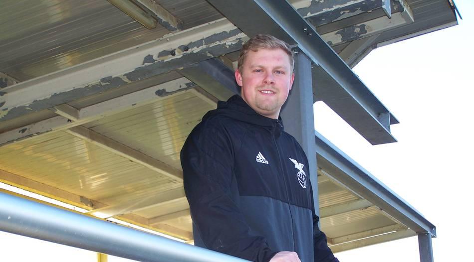 Der 23-jährige Jan Schmitz geht als Fußball-Trainer seiinen Weg.