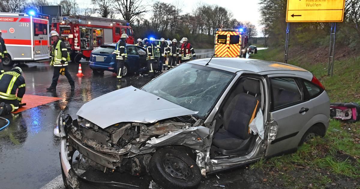 Bundesstraße 58 in Schermbeck gesperrt: Unfall mit drei Schwerverletzten