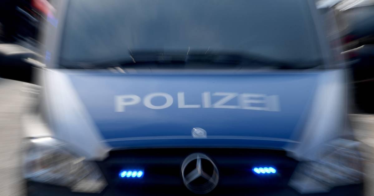 Unfall bei Gelsenkirchen: Motorradfahrer über Mittelschutzplanke geschleudert - A40 gesperrt