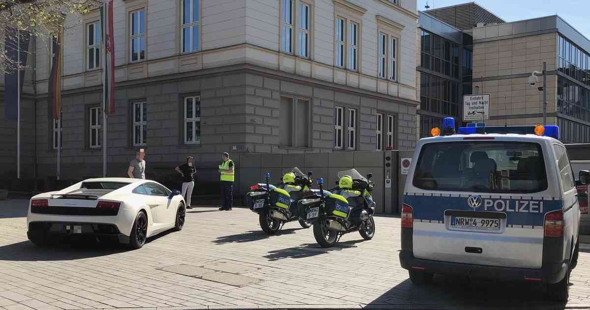 """Einsatz in Düsseldorf: Polizei kontrolliert Tuner am """"Car""""-Freitag"""