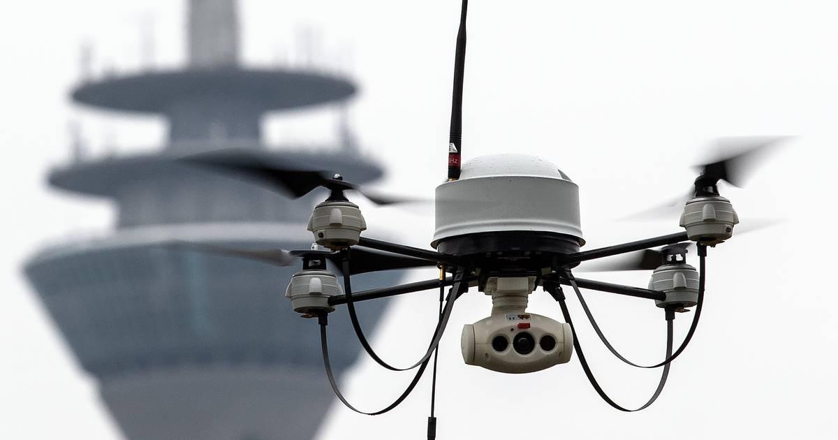 Über dem Rhein und der Königsallee: Polizei testet Drohnen bei Einsätzen wegen Corona-Maßnahmen