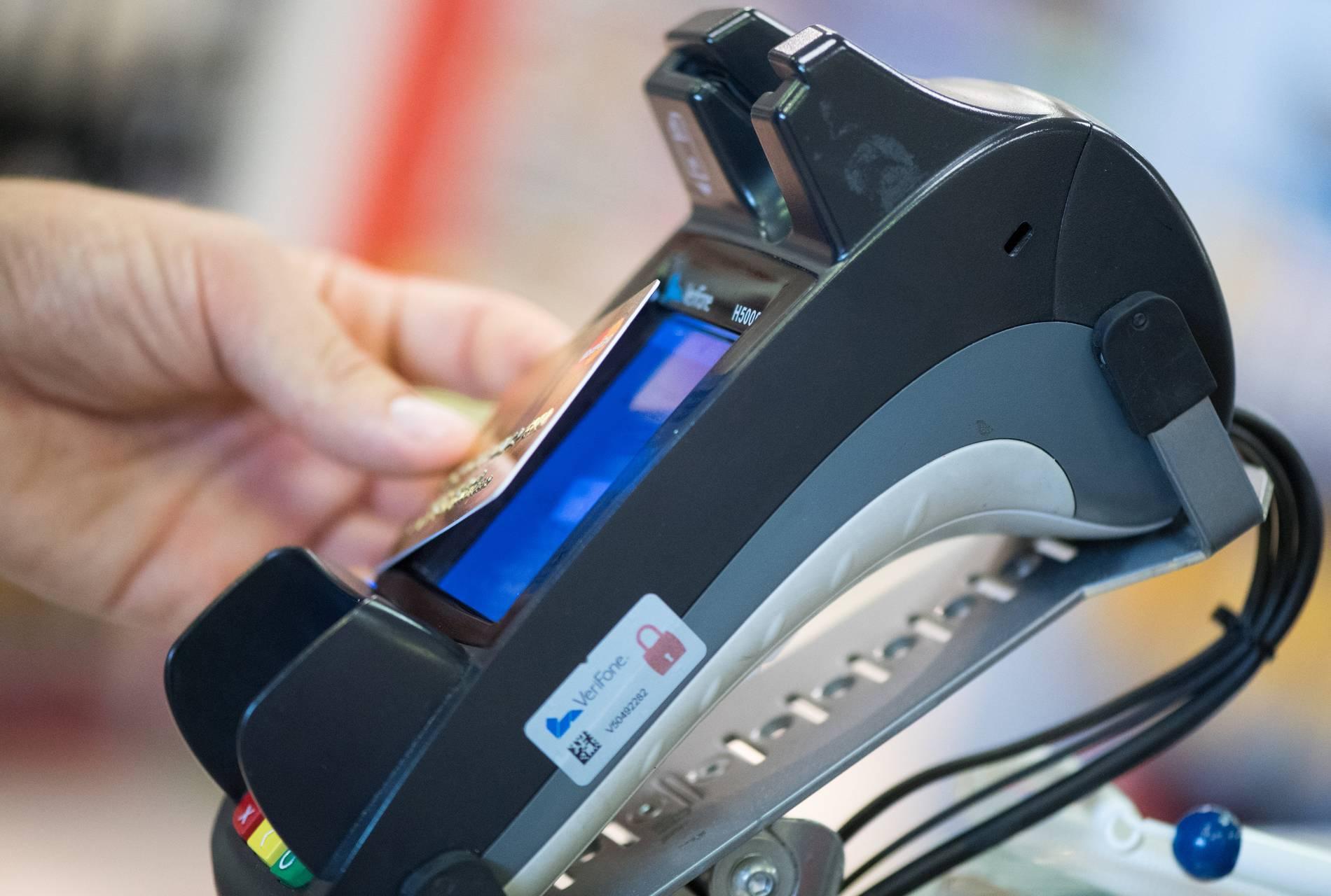 Verbraucher können künftig bis zu 50 Euro kontaktlos bezahlen - Wirtschaft