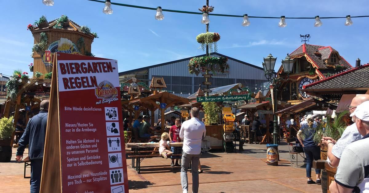 Bruno's Bierdorf: Ein Hauch Volksfeststimmung in Mönchengladbach