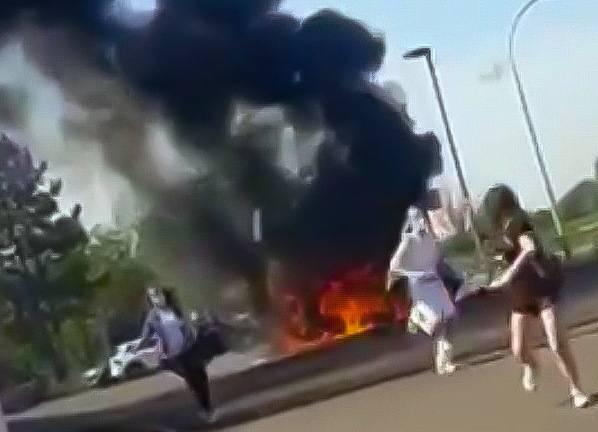 Feuerwehr im Einsatz: Pkw-Brand sorgt für Schrecken in Kevelaer