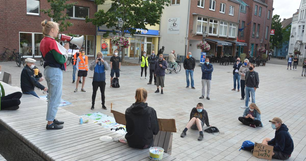 """Klimaschutz: """"Fridays for Future"""" demonstrierte auf Willicher Markt"""