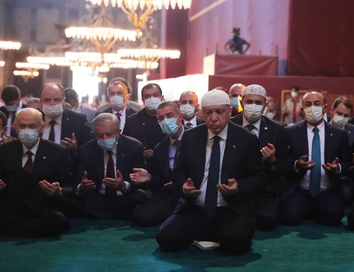 türkischer präsident erdogan betet in hagia sophia in istanbul