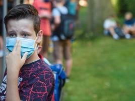 Schulstart in Grevenbroich: Mit Maske in die Schule