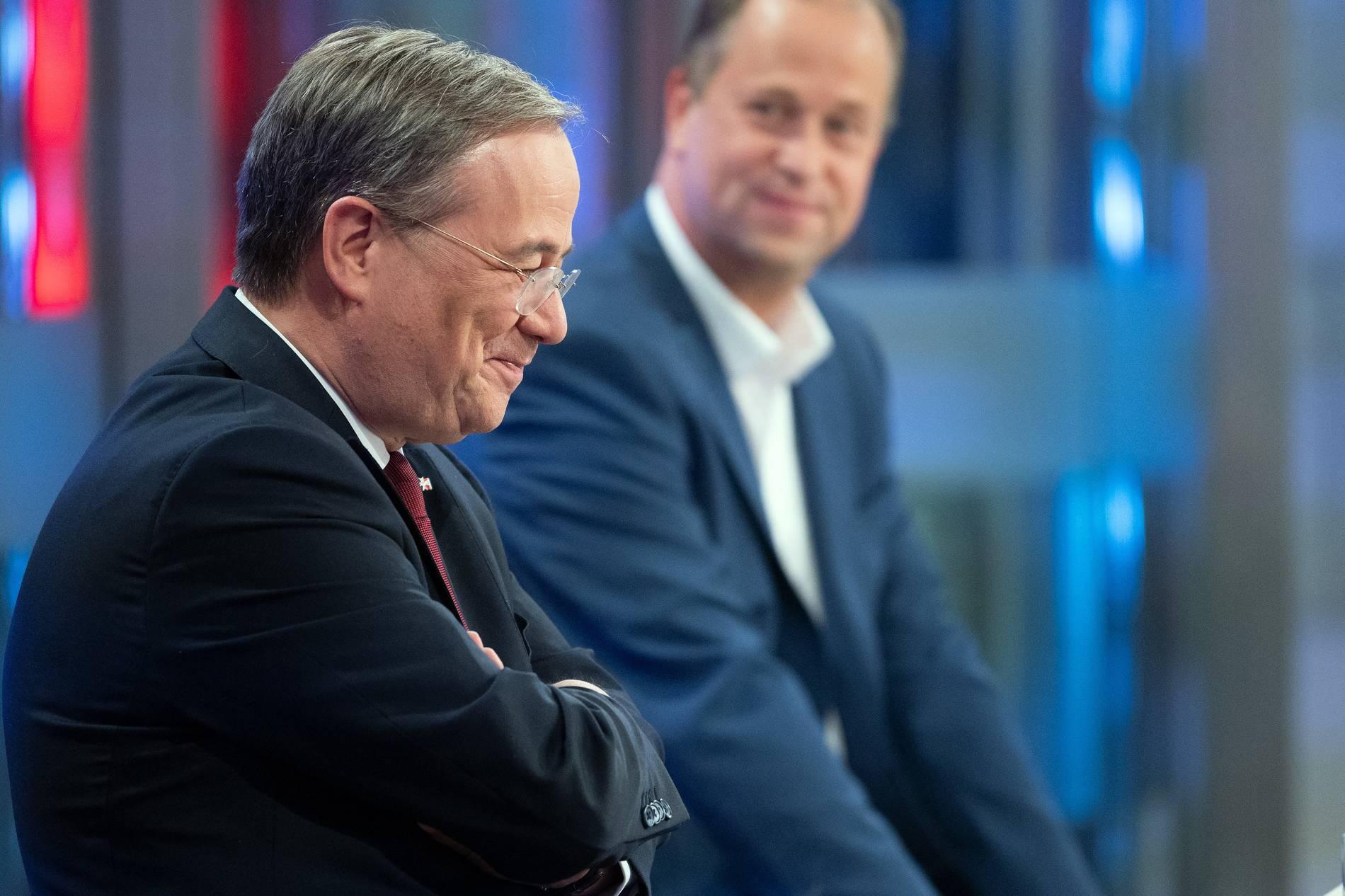 "nrw-ministerpräsident armin laschet sieht seinen ""kurs der"