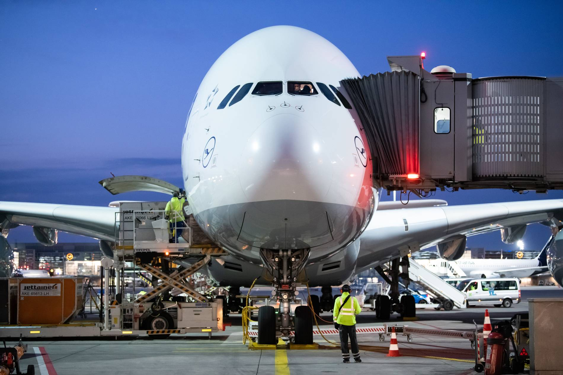Wegen Corona-Krise: Lufthansa streich noch mehr Stellen und mustert A380 aus