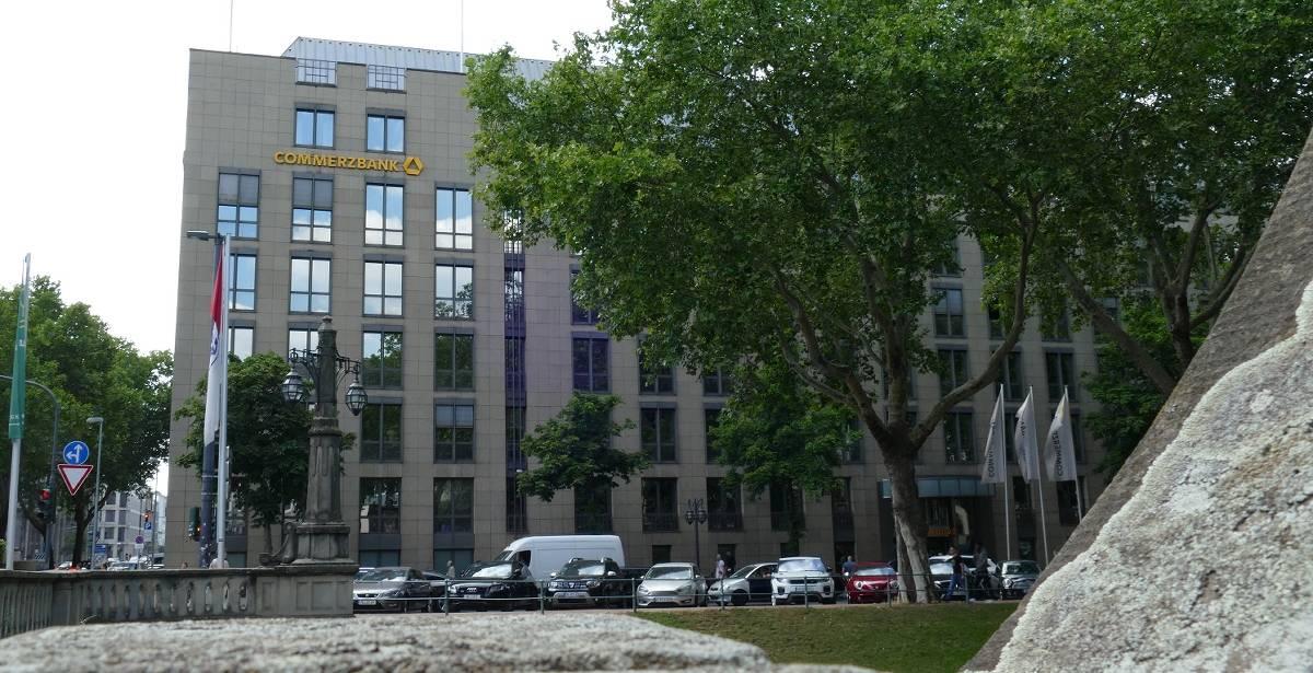 Banken in Düsseldorf: Die Commerzbank schließt Filialen
