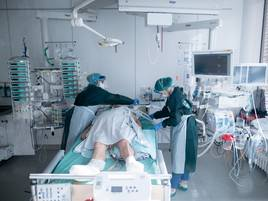 Immer mehr Erkrankte auf Intensivstation: Intensivmediziner fordern grünes Licht für Corona-Notbetrieb