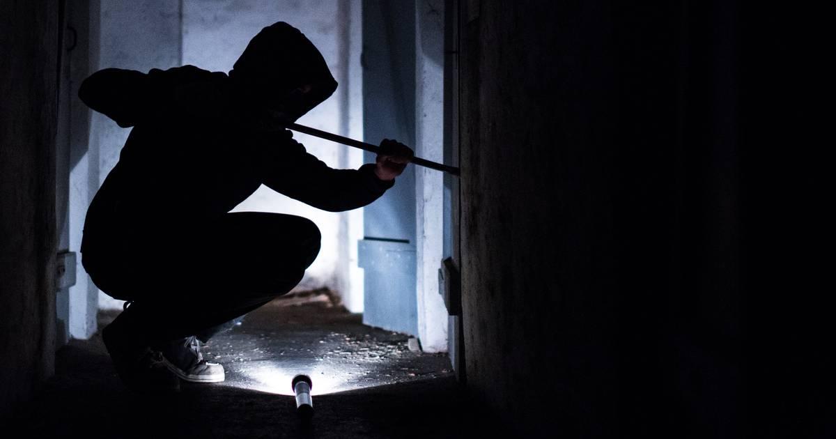 Vorfall in Krefeld: Drei Einbrecher bedrohen Bewohner