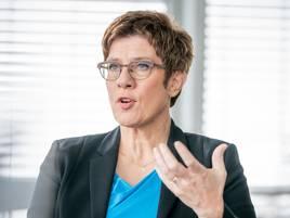 Machtkampf in der CDU: Kramp-Karrenbauer warnt vor Überraschungskandidaten