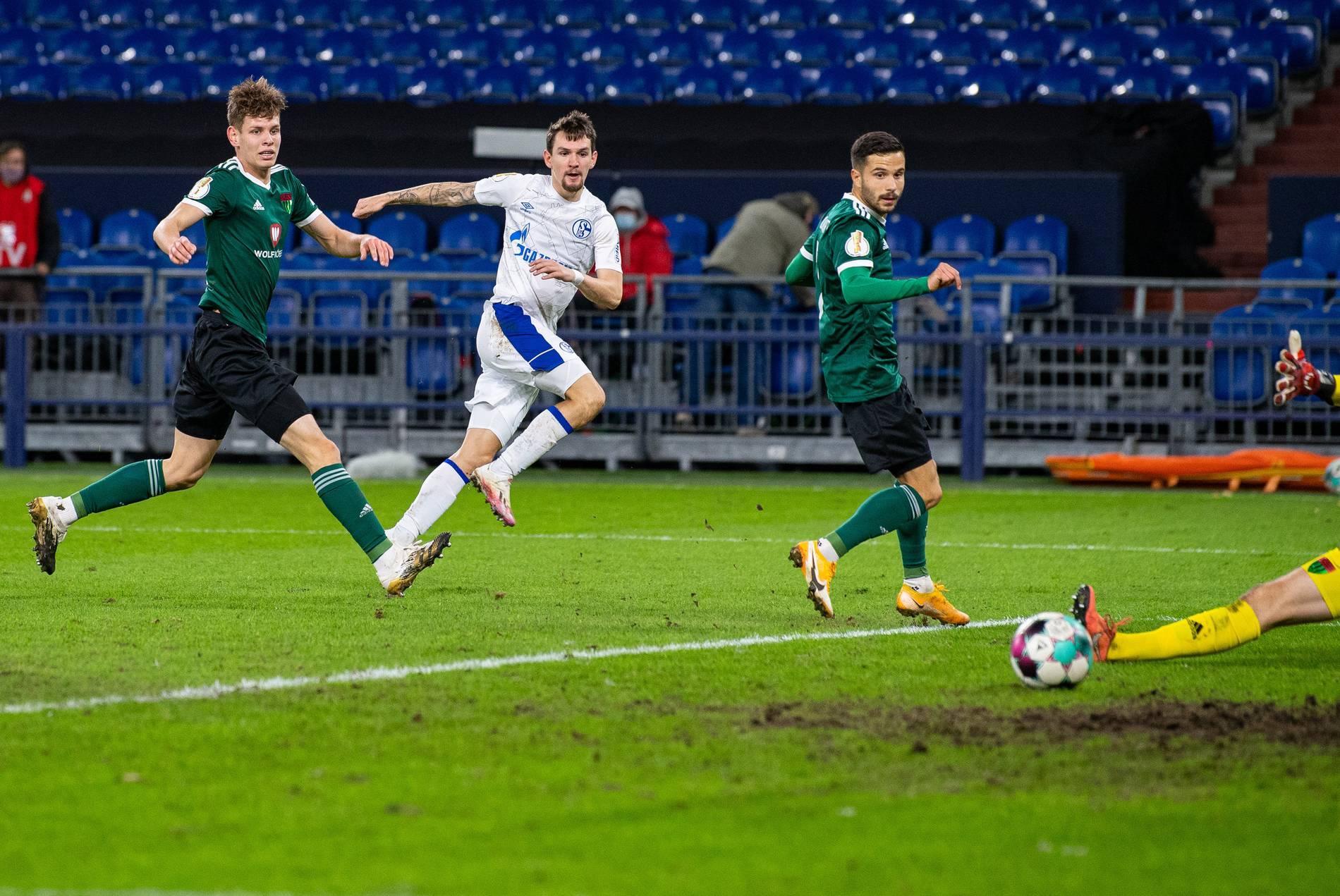 Schalke runderneuert gegen Schweinfurt - Fährmann im Tor