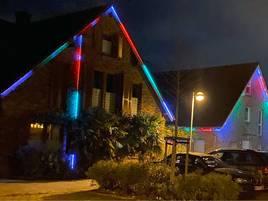 Vorweihnachtszeit in Meerbusch: Festlich beleuchtete Häuser am Heidbergdamm