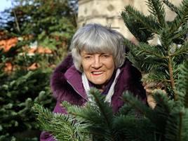 Seit 29 Jahren in Hilden:  Gerda Grenda verkauft Christbäume für SOS-Kinderdörfer