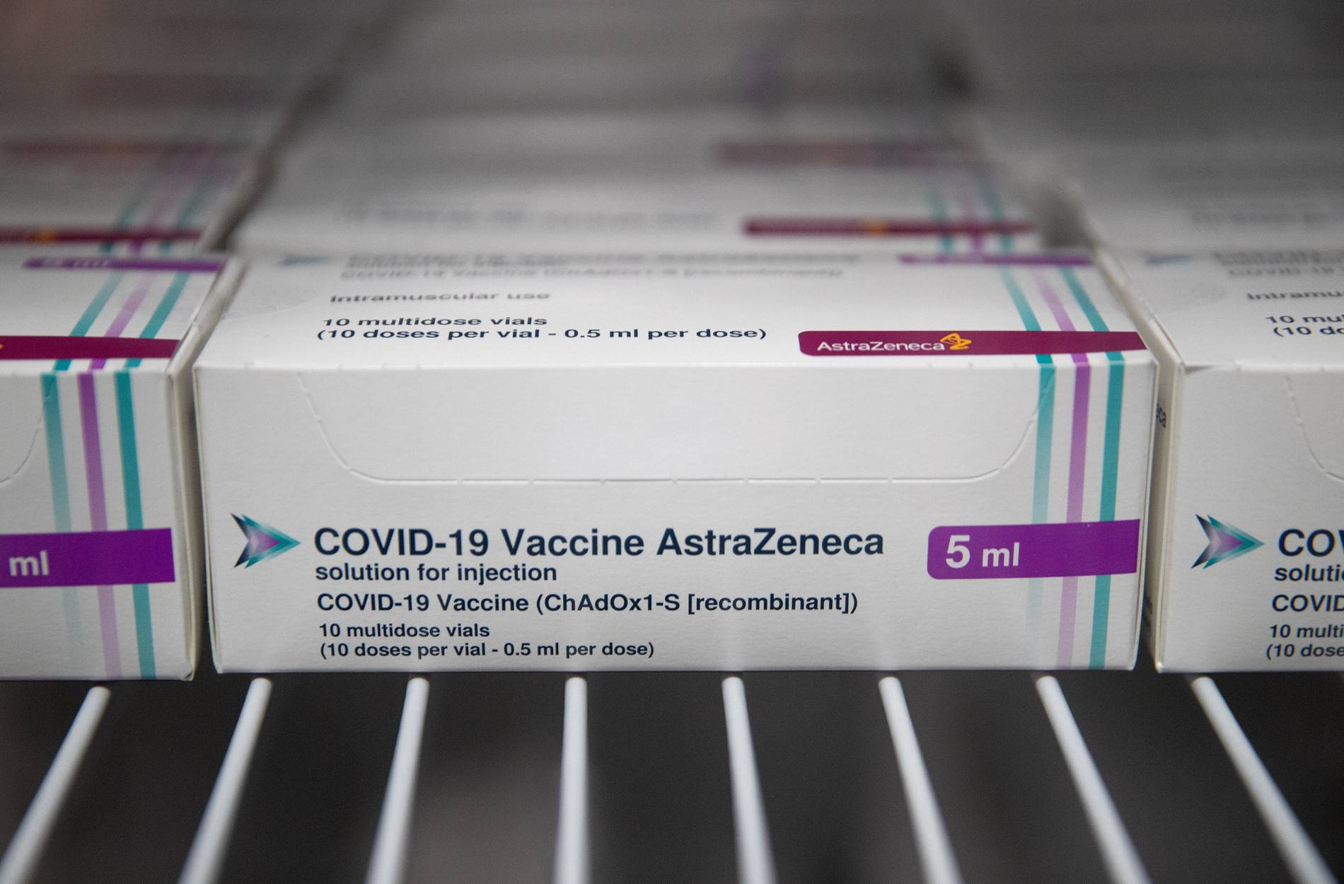 Ampullen mit dem Corona Impfstoff des Herstellers Astrazeneca