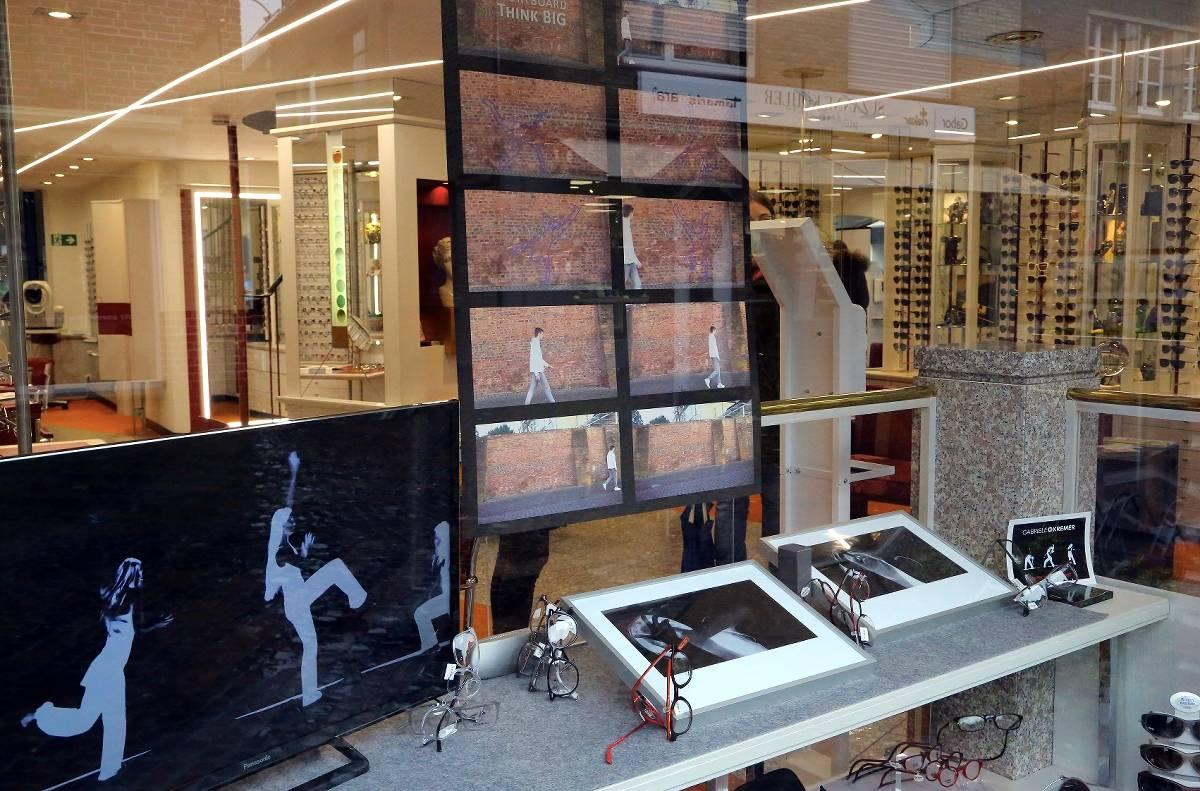 ArtOrt Ausstellung mit 21 Künstlern in Schaufenstern in Xanten